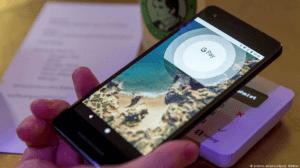 Pago facil: Un conductor puede pagar directamente con su telefono algún servicio requerido en ruta