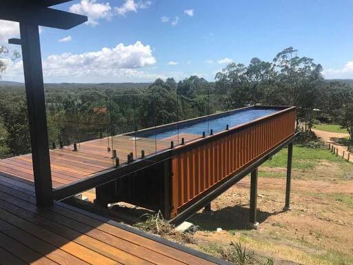 Una piscina de 40 pies de largo en la cual puede hacer natación